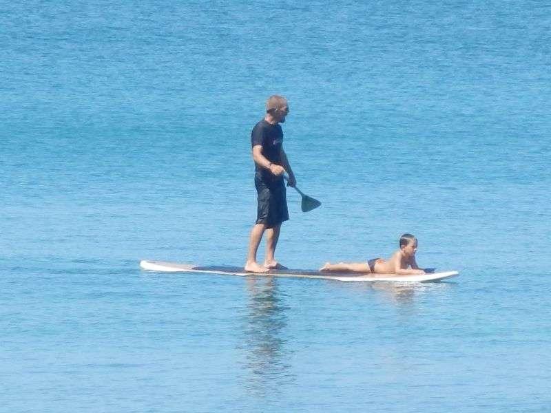 ....Stehpaddler die auf die perfekte Welle warten.....